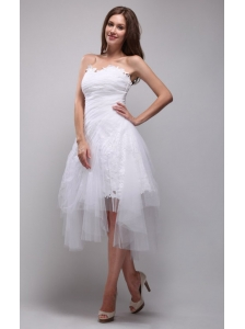 Elegant A-Line / Princess Strapless Knee-length Lace and Tulle Ruch White Wedding Dress