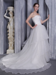 Exclusive A-Line / Princess Strapless Chapel Train Taffeta and Organza Appliques Wedding Dress