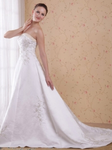 Exclusive A-Line / Princess Strapless Count Train Embroidery Satin Wedding Dress