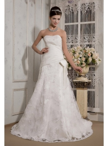 Pretty A-Line / Princess Strapless Court Train Taffeta and Lace Beading Wedding Dress