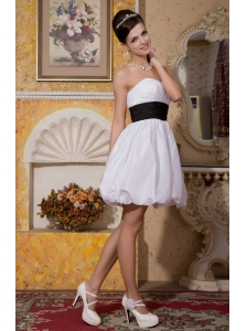 Beautiful A-line / Princess Sweetheart Mini-length Taffeta Appliques Wedding Dress