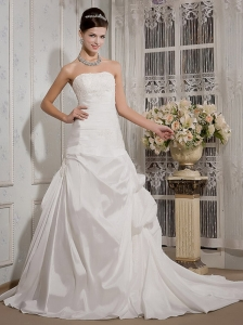 Modern A-Line / Princess Strapless Chapel Train Taffeta Appliques Wedding Dress