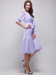 Beautiful Column / Sheath V-neck Knee-length Chiffon Ruch Lilac Mother Of The Bride Dress