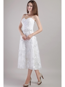 Fashionable A-line / Princess Sweetheart Tea-length White Appliques and Beading Wedding Dress