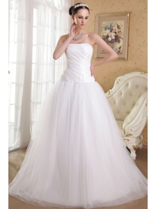 Romantic A-Line / Princess Strapless Floor-length Taffeta and Organza Ruch Wedding Dress