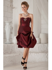 Burgundy Column / Sheath Sweetheart Knee-length Taffeta Beading Prom / Homecoming Dress