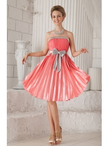 Watermelon Column / Sheath Strapless Knee-length Elastic Woven Satin Bow Prom Dress