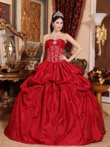 Inexpensive Wine Red Quinceanera Dress Strapless Taffeta Appliques Ball Gown