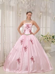 Lovely Pink Quinceanera Dress Strapless Taffeta Appliques Ball Gown