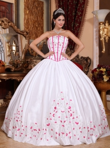 New White Quinceanera Dress Strapless Taffeta Beading and Embroidery Ball Gown
