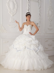 Beautiful White Quinceanera Dress Sweetheart Organza and Taffeta Beading Ball Gown