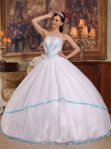Gorgeous White Quinceanera Dress Strapless Organza Beading Ball Gown