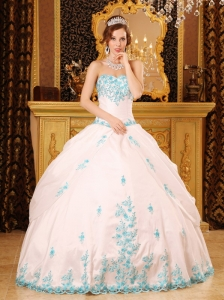 Exquisite White Sweet 16 Dress Sweetheart Appliques Taffeta Ball Gown