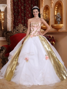 Lovely White Quinceanera Dress Strapless Organza Beading and Appliques Ball Gown