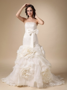 Beautiful A-line Strapless Chapel Train Satin and Organza Appliques and Hand Made Flowers Wedding Dress