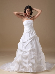 Elegant A-line Strapless Court Train Taffeta Appliques Wedding Dress