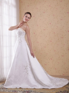 Modern A-Line / Princess Strapless Count Train Embroidery Satin Wedding Dress