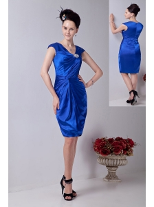 Royal Blue Column V-neck Prom / Homecoming Dress Knee-length Taffeta Beading