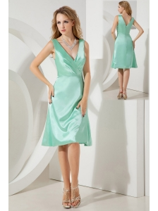Apple Green A-line / Princess V-neck Bridesmaid Dress Knee-length Taffeta