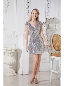 Elegant Silver Sequin Homecoming Dress Column V-neck Mini-length
