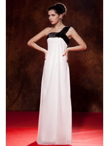 Beautiful Black and White Junior Prom Dress Empire One Shoulder Floor-length Chiffon Bow