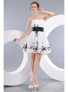 Vintage White Short Prom / Homecoming Dress A-line / Princess Strapless Mini-length Taffeta Appliques