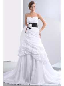 Fashionbale A-line Sweetheart Hand Made Flower Pick-ups Wedding Dress Chapel Train Taffeta