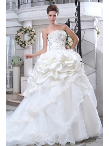 Pretty A-line Strapless  Beading and Appliques Wedding Dress Chapel Train Organza