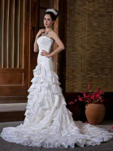 Fashionable Wedding Dress Mermaid Strapless Appliques Ruffled Layers Chapel Train Taffeta