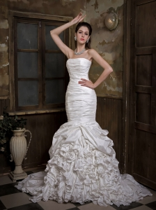 Fashionbale Mermaid Strapless Wedding Dress Court Train Taffeta Ruch and Ruffles