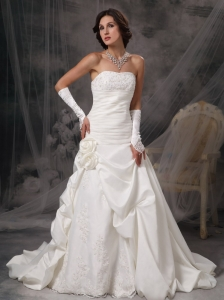 Beautiful A-Line / Princess Wedding Dress Strapless  Taffeta Appliques Court Train