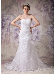 Beautiful Mermaid Strapless Lace Wedding Dress Appliques Court Train