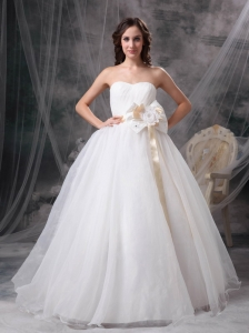 Pretty A-line Sweetheart Ball Gown Wedding Dress Taffeta and Organza Hand Made Flower Floor-length