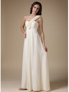 White Empire One Shoulder Low Cost Wedding Dress Chiffon Hand Made Flowers Floor-length