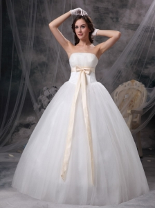 Wonderful A-line Strapless Ball Gown Wedding Dress Organza and Taffeta Bows Floor-length