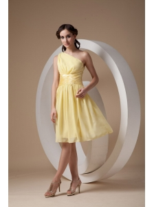 Custom Made Light Yellow Cocktail Dress Column / Sheath One Shoulder Chiffon Ruch Knee-length