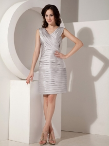 Sexy Silver Mother Of The Bride Dress Column V-neck Taffeta Pleats Knee-length