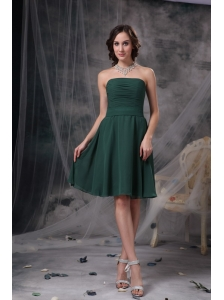 Simple Dark Green A-line Strapless Homecoming Dress Ruch Chiffon  Knee-length