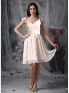 Elegant Off  White Empire V-neck Homecoming Dress Chiffon Ruch Knee-length