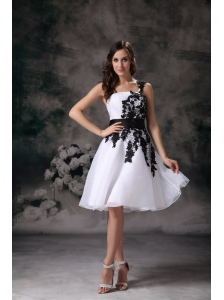 Modest White A-line One Shoulder Homecoming Dress Organza Lace Mini-length