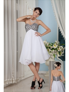 Simple White A-line / Princess Prom / Homecoming Dress Sweetheart Knee-length Chiffon