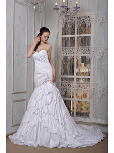 Luxurious A-line Sweetheart Wedding Dress Taffeta Appliques Brush Train
