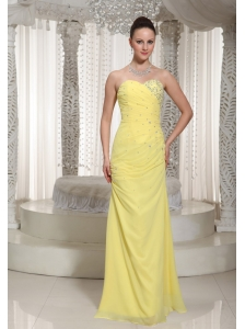 Chiffon Yellow Sweetheart Prom Dress For Greaduation With Ruched Beading Decorate