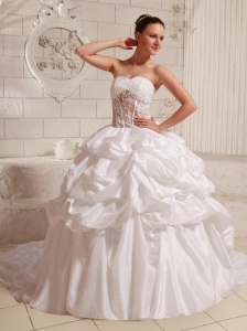 Sweetheart Appliques and Pick-ups Ball Gown Wedding Gowns With Chapel Train