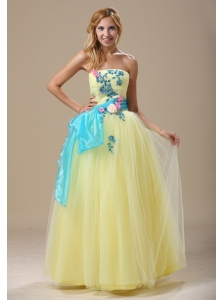 Light Yellow Appliques and Ruched Bodice For 2013 Prom Dress In Denver With Sash
