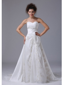 Fashionable Beading A-Line Sweetheart Organza Brush / Sweep Beach Wedding Dress