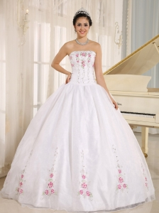 2013 White Embroidery Quinceanera Dress For Custom Made In Kahului City Hawaii