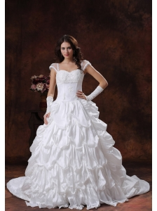 Apache Junction Arizona Appliques Decorate Bust Sweetheart Neckline White Wedding Dress