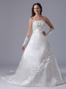 Custom Made A-line Embroidery 2013 Wedding Dress With Ruch Strapless