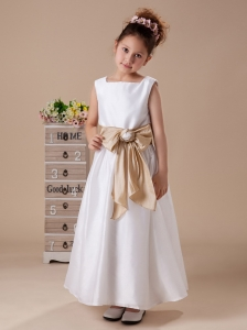 Champagne Bowknot Square Nackline A-line Taffeta Custom Made Flower Girl Dress 2013 Hottest Custom